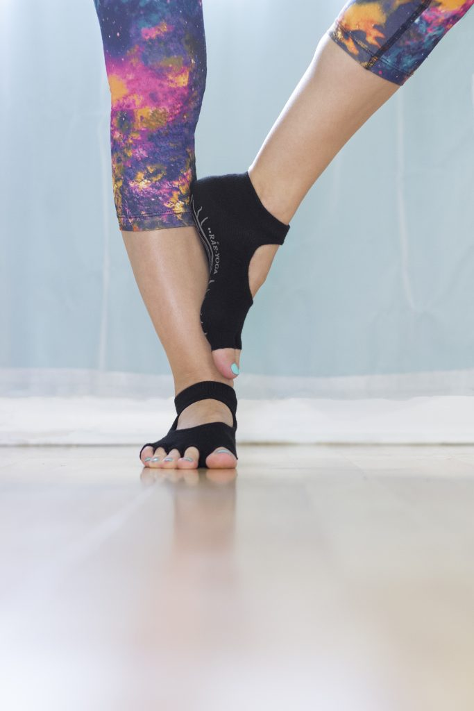 Rae-Yoga Non Skid Antibacterial Bamboo Bella Half Toe Socks, 2-Pack (Black – Size M/L)