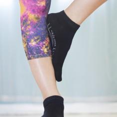Rae-Yoga Non Skid Antibacterial Bamboo Ankle Toe Socks, 2-Pack (Black – Size M/L)